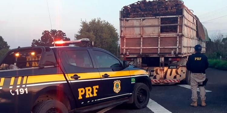 Polícia Rodoviária Federal apreende madeira ilegal na BR-343